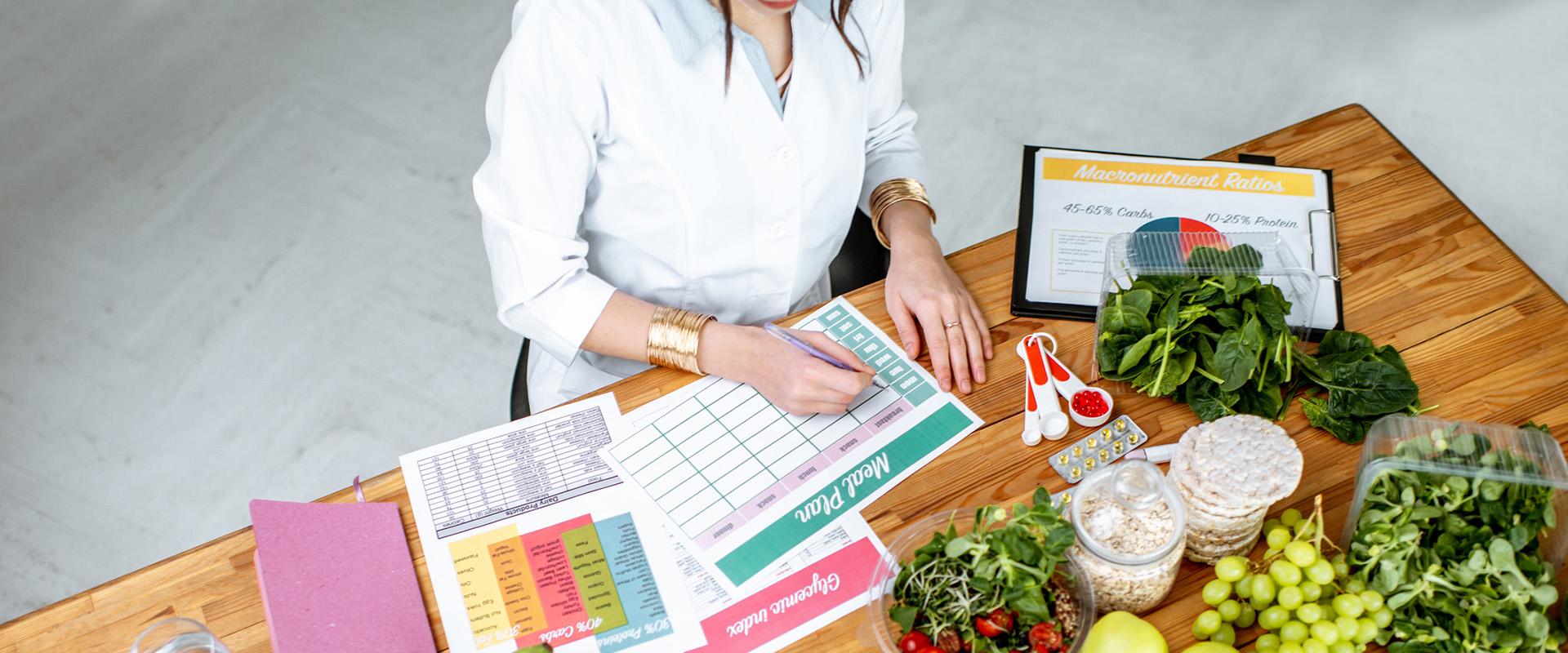 Διαιτολόγος φτιάχνει πρόγραμμα Διατροφής